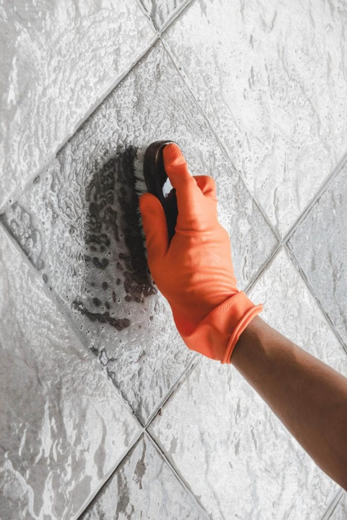 Reasons to Use A Tile Alternative in Your Bathroom Remodel