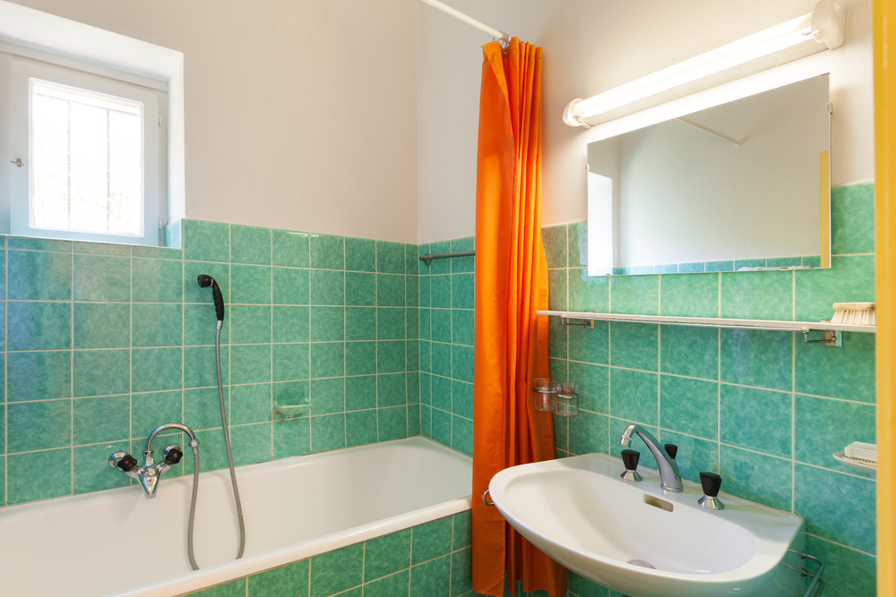 6 Signs Your Bathroom is Frighteningly Outdated